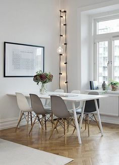 room furnishings ideas interesting lighting in white Dining Table Chairs, Dining Area, Modern Interior, Interior Design, Room Interior, Dining Room Design, House Rooms, Cool Furniture, Home Decor