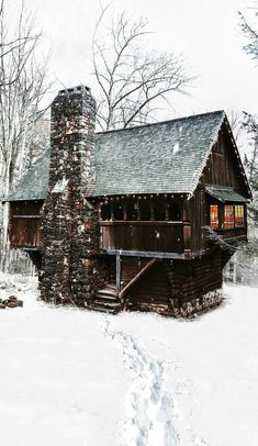 Architecture – Enjoy the Great Outdoors! Chalet Design, House Design, Design Homes, Winter Cabin, Cozy Cabin, Log Cabin Homes, Log Cabins, Tiny Cabins, Little Cabin