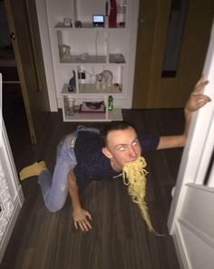 PsBattle: Man with spagetthi in his mouth Dankest Memes, Funny Memes, Hilarious, Baguio, Reaction Pictures, Funny Pictures, All The Things Meme, Quality Memes, Cursed Images