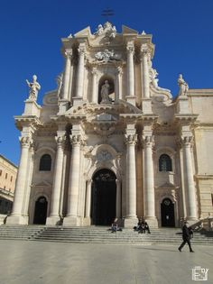 Discover Sicily: Cathedral of Syracuse Sicily, Cool Places To Visit, Trekking, Notre Dame, Cathedral, Europe, Building, Travel, Design