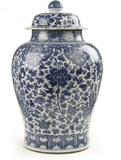 A large Chinese blue and white baluster jar and cover -  KANGXI (1662-1722)