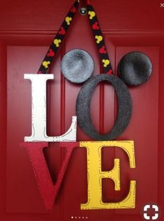ideas for baby decor disney mickey mouse Mickey Craft, Mickey Mouse Wreath, Mickey Mouse Crafts, Disney Wreath, Mickey Mouse Decorations, Disney Christmas Decorations, Disney Home Decor, Mickey Minnie Mouse, Mickey Mouse Bedroom