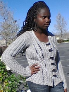 Pacific Chunky Cable Cardigan | Free knitting pattern via Ravelry