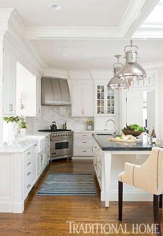 Kitchen Decor Ideas : White Kitchen with corner stove Corner Stove, Kitchen Corner, Kitchen Redo, New Kitchen, Kitchen Island, Kitchen Ideas, Kitchen Cabinets, Corner Sink, Kitchen Countertops