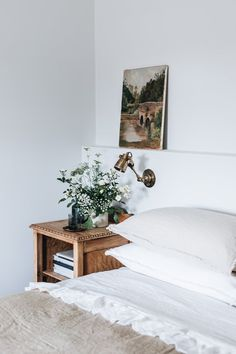 Small Room Bedroom, Master Bedroom Design, Timber Beds, Cosy Apartment, Mcm House, Cozy House, House Tours, Interior Inspiration, Home Accessories