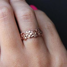 Boho Rose Ring Floral Flower Band Rings in Rose Gold, Silver Fashion Jewelry for Women for Teens lindo anillo de banda de flores () Rose Gold Band Ring, Rose Gold Jewelry, Rose Gold Engagement Ring, Gold Bands, Silver Ring, Gold Jewellery, Diamond Jewelry, Rose Rings, Fashion Jewelry