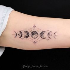 Charming phases of the Moon for Maria🌖🌗🌑🌓🌔 Bezaubernde Mondphasen für Maria🌖🌗🌑🌓🌔 Mini Tattoos, Body Art Tattoos, New Tattoos, Small Tattoos, Tatoos, Pretty Tattoos, Unique Tattoos, Beautiful Tattoos, Awesome Tattoos