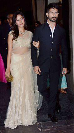 Mira Rajput and Shahid Kapoor make a starry entry (Photo: Yogen Shah) Mens Indian Wear, Indian Groom Wear, Indian Men Fashion, Indian Attire, Indian Outfits, Indian Clothes, India Fashion Men, Pakistan Fashion, Mens Fashion