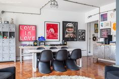 Every wall of this apartment has modern artwork collected by it's dweller, a young gallery owner in Brazil. (in Portuguese) Game Room Bar, Rustic Home Interiors, My Ideal Home, D House, Interior Decorating, Interior Design, Eclectic Decor, Decoration, Sweet Home
