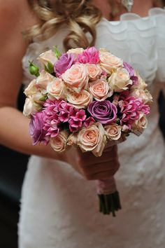 Buchet de mireasa cu trandafiri si bouvardia.  Bridal bouquet with Roses and Bouvardia