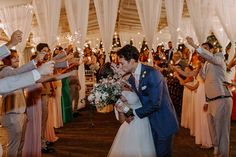 Um lindo casamento ao ar livre no Buffet Colonial | Maria e Renato Boho Chic, Colonial, Long Distance Wedding, Wedding Boutonniere, First Dance, Groom And Groomsmen, Outside Wedding, Forts, Interpersonal Relationship