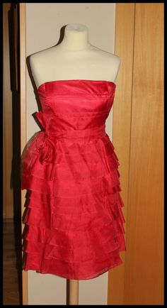 """Vestido Rojo """"palabra de honor"""" con volantes, en seda 100% con forro de poliester 100%.  Zara, T-XS 39,99 eur."""