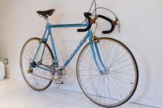 Mercier service des courses Mafac Gold, Simplex Gold, Stronglight Competition, Selle Idéale. Vintage Bike Mercier, Service, Courses, Bicycle, Culture, Vehicles, Vintage, Veils, Bike