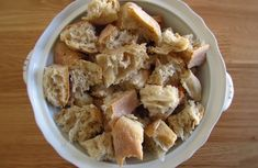 Migas com ovos escalfados | Food From Portugal Snack Recipes, Snacks, Cereal, Chips, Chicken, Meat, Portugal, Breakfast, 1