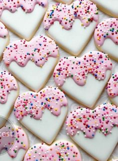 easy royal icing recipe Heart Shaped Valentines Day Cookies Perfect For Your Love Valentine's Day Sugar Cookies, Sugar Cookie Royal Icing, Cookie Icing, Iced Cookies, Cookies Et Biscuits, Cupcake Cookies, Cupcakes, Cookie Decorating Icing, Valentines Baking
