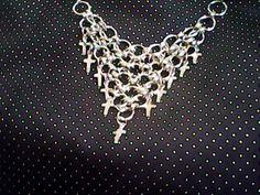 collar realizado el tejido medieval