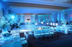 Espectacular boda blanca con iluminacion en azul!! Excelente opcion!!