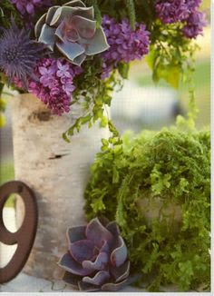 Cute idea for centerpiece Photo by Stephanie Williams Photography from Utterly Engaged Magazine   Wrap the bark around vase, cut to size