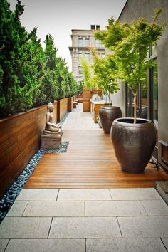 We are inspired by this tranquil decor for a terrace garden. We are inspired by this tranquil decor for a terrace garden. Garden Design, Rooftop Garden Nyc, Patio Design, Garden Ideas To Make, Front Yard, Exterior, Yard Decor