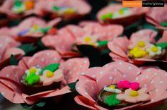 Vasinhos de chocolate com musse de chocolate e  flores da Glacê