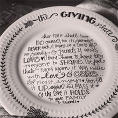 Lindsay Ostrom: giving plates. Like the idea of giving to new neighbors - maybe write dates or names on back to see how far & long its traveled? Sharpie Plates, Sharpie Crafts, Diy Sharpie Mug, Sharpies, Pottery Painting, Ceramic Painting, Dot Painting, Craft Gifts, Diy Gifts