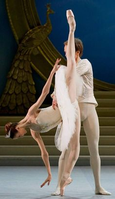 "<<Svetlana Zakharova and Leonid Sarafanov in Nacho Duato's ""The Sleeping Beauty"" at the Mikhailovsky Theatre # Photo © Stas Levshin>>"
