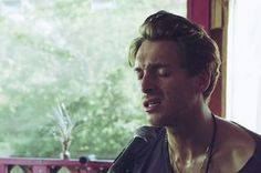 Premiere: Scottish Soulster Paolo Nutini Strips Down In New Video