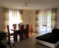 Schiebe-Gardine fürs Wohnzimmer in braun und beige mit Dekoelementen ...
