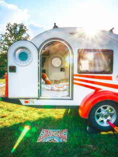After working in a photo shop for ten years Mandy Lea's wanderlust became unavoidable and she left to pursue freelance photography, live on the road out of her teardrop camper, and maybe learn a thing or two about life. Her little trailer has room for sleeping and cooking (outside) and that's about it, but Mandy …
