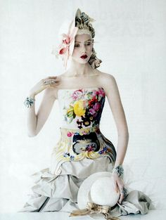 Alexander McQueen. Photo: Tim Walker for Vogue Us, January 2012. Model: Frida Gustavsson.