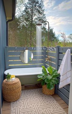 15 Most Popular Outdoor Bathroom Design Ideas You Have To See - Home and Camper Outdoor Bathtub, Outdoor Bathrooms, Outdoor Rooms, Outdoor Living, Outdoor Decor, Outdoor Ideas, White Bathrooms, Luxury Bathrooms, Master Bathrooms