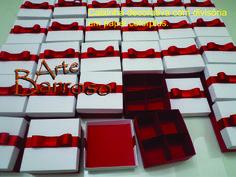 Caixinha decorada em papel colorplus+fita