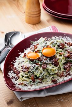 Low-carb carbonara with zucchini noodles