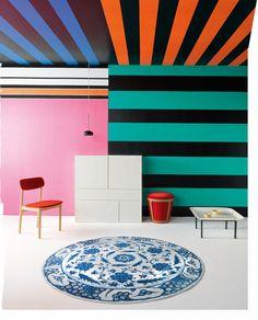Prada inspired striped wallpaper by Jannelli & Volpi in ELLE Decor Italia Striped Wallpaper, Wall Wallpaper, Undone Look, Interior Architecture, Interior Design, Vito, Contemporary Wallpaper, Elle Decor, Wall Design