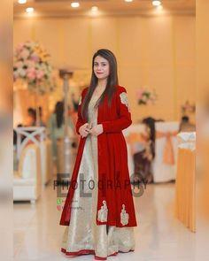Beautiful Pakistani Dresses, Pakistani Formal Dresses, Shadi Dresses, Pakistani Dress Design, Pakistani Mehndi Dress, Pakistani Fashion Party Wear, Pakistani Wedding Outfits, Function Dresses, Velvet Dress Designs