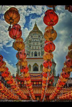 Kek Lok Si Buddhist Temple - Penang, Malaysia - a place of interest Malaysia Truly Asia, Malaysia Travel, Asia Travel, Croatia Travel, Hawaii Travel, Italy Travel, Putrajaya, Kuala Lumpur, Asia Cruise
