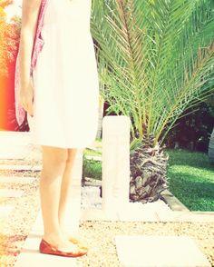 Midori associe son Vehla à une jolie robe blanche d'été, frais et romantique !