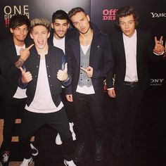 And then when they all make weird poses together except for Zayn who looks precious and perfect. | 36 Life-Changing Things That Happen At A One Direction Red-Carpet Premiere