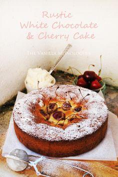 Rustikk Hvit Sjokoladekake med Moreller! Rustic White Chocolate Cake with Cherries! (thevanillamonologues.blogg.no)