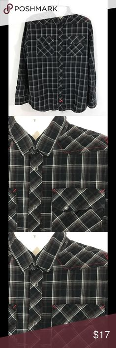 VANS button down Black plaid, double front pockets, snap close front Vans Shirts Casual Button Down Shirts
