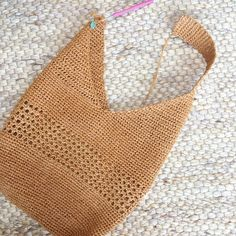 Masa Bag pattern by Lisa RisagerBest 10 I thought it was a national bag and I was looking for a cons … – – – SkillOfKing.Mar Y Sol Augusta Shoulder Bag at Garnet Hill ethicalfashion beachbag weekend summerstyle Crochet Market Bag, Crochet Tote, Crochet Handbags, Crochet Purses, Knit Crochet, Crochet Shell Stitch, Pink Handbags, Purse Patterns, Crochet Patterns