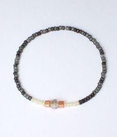 Armbänder - feines Armband mit kleinen Perlen und Swarovski - ein Designerstück von von-Ela bei DaWanda
