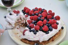 "My loving home and garden: Opskrift på ""Måske verdens bedste fødselsdagskage""... Waffles, Raspberry, Recipies, Cheesecake, Fruit, Breakfast, Desserts, Food, Drinks"