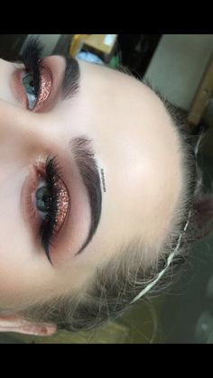 Eye Makeup Tutorial To Make Eyes Look Bigger around Liquid Eyeshadow Glitter Pakistan. Makeup Is Life, Makeup Goals, Makeup Inspo, Makeup Inspiration, Makeup Ideas, Nail Ideas, Pretty Makeup Looks, Beautiful Eye Makeup, Cute Makeup