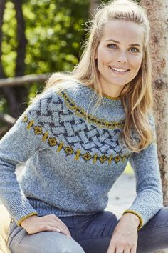 This winter Best Crochet Sweater Patterns 2020 - Page 44 of 51 - Women Crochet! This winter Best Crochet Sweater Patterns 2020 - Page 44 of 51 - Women Crochet! Pull Crochet, Knit Crochet, Free Crochet, Fair Isle Knitting, Free Knitting, Fair Isle Pullover, Barbie Mode, Icelandic Sweaters, Sweater Knitting Patterns
