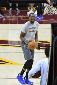 Kevin Durant of the Golden State Warriors dribbles during practice and media availability as part of the 2017 NBA Finals on June 06 2017 at Quicken. Nba Players, Basketball Players, Basketball Court, Basketball Skills, Basketball Quotes, Women's Basketball, Sports Teams, Kevin Durant Basketball, 2017 Nba Finals
