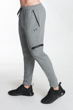 Track Pants Mens, Mens Jogger Pants, Fitted Joggers, Joggers Outfit, Fashion Joggers, Sweatpants, Style Masculin, Sleeveless Hoodie, Mens Activewear