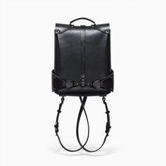 Oita Black Backpack / Shoulder bag