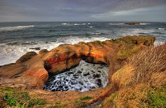 Devil's Punchbowl, Oregon Coast at low tide you can access it from the beach