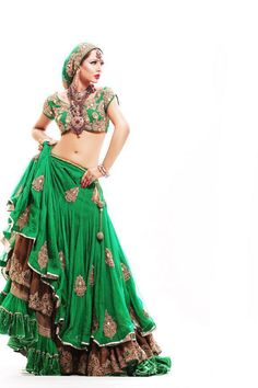 love the layered look and ofcourse green! Gorgeous skirt & top! Would love to wear that!